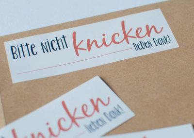 Nicht knicken Aufkleber Sticker Frau Schnobel Grafik