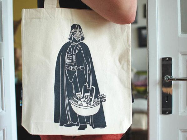 Tasche witziger Baumwollbeutel Shopper Organic Cotton Fair Trade Darth Natur schwarz Tragebild