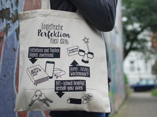 "Tasche witziger Baumwollbeutel Shopper Organic Cotton Logistik Natur Schwarz 1 600x450 - Shopper ""Logistische Perfektion"" Natur, Baumwollbeutel"