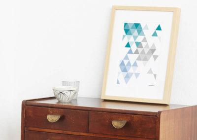 geometrisches Poster minimalistisches Poster Dreiecke Martinesk petrol hellblau grau A4 Seite Zoom