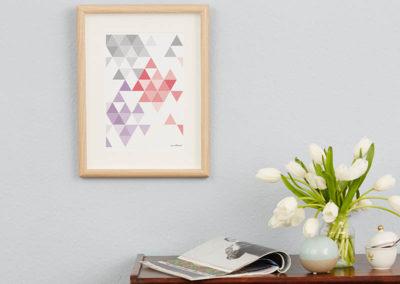 geometrisches Poster minimalistisches Poster Dreiecke Martinesk rot lila grau A4 Wand Zoom