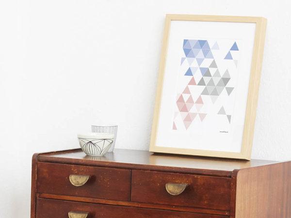geometrisches Poster minimalistisches Poster Dreiecke Martinesk himmelblau rose grau A4 Seite Zoom