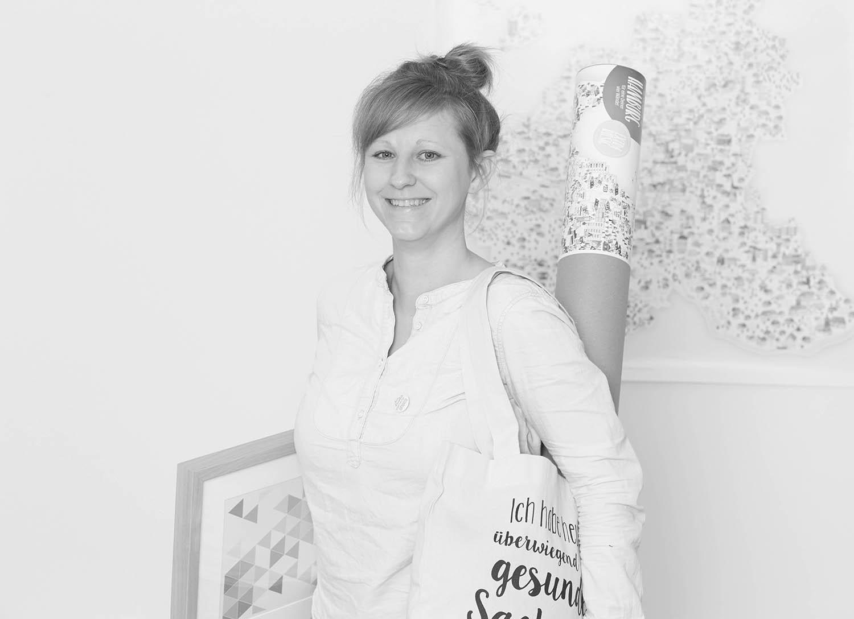 Martina Olonschek Frau Schnobel mit Produkten